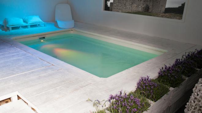 Polyester zwembad herstellen